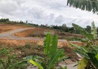Cần bán đất sát mặt tiền Trần Phú, TP Bảo Lộc. DT 1700m2 có 400m2 thổ cư ngay Đôi Dép. Giá 5,2 tỷ