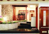 Cho thuê gấp căn nhà đẹp, DT: 4x14m, TK: trệt-3 lầu, có 4 phòng ngủ, các phòng đầy đủ nội thất Q7