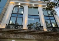 Cho thuê tòa nhà 4 T có hầm có thang máy MP P. Trung Hoà, DT 350m2/sàn, thông sàn. Giá 200tr/tháng