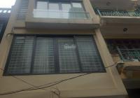 Cho thuê nhà ngõ 190 Hoàng Quốc Việt. Diện tích 70m2 x 5 tầng có điều hòa, sàn gỗ