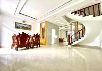 Nhà phố 1 trệt 4 lầu Cát Lái, hoàn thiện đẹp, 8 phòng, 7 WC, sổ hồng, tiện cho thuê, giá 9.2 tỷ