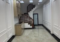 Gia đình cần bán gấp nhà 5 tầng, diện tích 31m2 tại phố Sài Đồng, quận Long Biên
