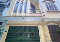Cho thuê nhà 4 tầng, 200m2, tại Phố Vọng ô tô đỗ cửa