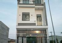 Bán nhà 2 lầu 1 trệt Khánh Bình ĐT746, 80m2, giá 2,1 tỷ sổ sẵn