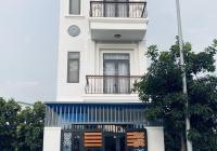 Kẹt tiền mùa dịch cần bán lỗ căn nhà 1 trệt 2 lầu gần chợ Hàng Bông, Phú Hòa