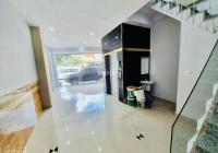 Cần bán nhà mặt tiền Hùng Vương, P9, Q5. DT 4x17m, 3 lầu, giá 22.5 tỷ