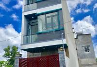 Kẹt tiền bán nhà đẹp 3 tầng 4 phòng ngủ hẻm xe hơi Võ Văn Hát cạnh KCN cao, giá 4.35 tỷ, Đông Nam