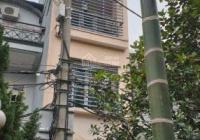 Cho thuê nhà nguyên căn phố Trương Công Giai Cầu Giấy, DT 55m2 x 4T, MT 4m, ô tô đỗ cửa, 15tr/th