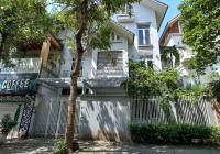 Cho thuê biệt thự ngõ 229 Phố Vọng, DT 150m2 nhà và sân vườn, MT 11m. LH: 0974739378