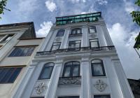 Cho thuê nhà mặt phố Phạm Văn Đồng, S = 80m2 x 5 tầng, mặt tiền 8m. Thông sàn, tháng máy, giá 60tr