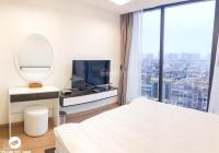 Bán căn 2 phòng ngủ 104m2 tầng cao tòa R5 Royal City, view thành phố. Giá 3.8 tỷ - LH: 0963565005