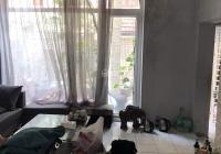Cho thuê nhà ngõ 31 Trần Quốc Hoàn, Cầu Giấy 70m2, 4 tầng, lô góc ngõ ô tô. Giá 17 tr/th 0973644755
