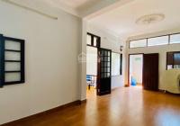 Bán gấp nhà mặt phố Yên Lạc, nội thất vip, phân lô, ôtô, DT 55m2 x 5T, MT 5.6m, giá 6 tỷ