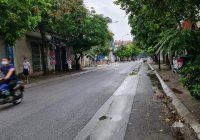 Hot, mặt đường Lạc Thị, ô tô tải tránh, vỉa hè, kinh doanh