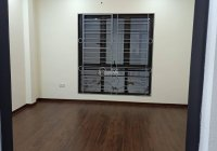 Cần bán nhà xây sẵn 5 tầng, DT 30m2, có nội thất, tại Hoàng Mai, giá 3,69 tỷ, LH 0944869579