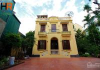 Nhà đẹp thiết kế 4 tầng, sân vườn rộng, 5 phòng ngủ, đầy đủ nội thất cho thuê tại Tây Hồ. LH A Tuấn