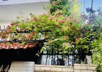 Bán nhà biệt thự tặng nội thất gỗ, tại HXH Hồng Hà gần công viên Gia Định, diện tích 8.3x20m