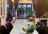 Bán nhà đẹp phố Nguyễn Văn Huyên, Cầu Giấy, DT 42m2 x 5T, MT 5,8m, ô tô đỗ cổng, nhỉnh 4 tỷ