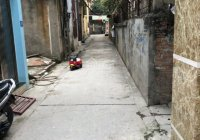 Hàng hiếm tại Phú Thị bán lô đất nhỏ xinh có sẵn nhà cấp 4 về ở được luôn, cách trục chính chỉ 30m