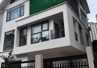 Cho thuê biệt thự tại Nguyễn Tuân. DT: 160m2 * 3 tầng, MT: 12 m, gía: 32 tr/th