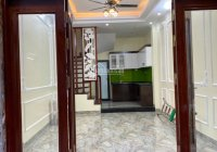 Bán nhà đẹp phố Duy Tân, Dịch Vọng Hậu 36m2 x 5 tầng, 3 phòng ngủ rộng. Giá 3,9 tỷ, ngõ rộng thoáng