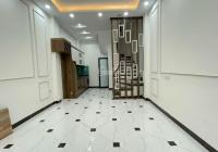 Bán nhà đẹp 36m2 x 5 tầng, 3 phòng ngủ rộng. Giá 3,9 tỷ, ngõ rộng thoáng phố Duy Tân, Dịch Vọng Hậu