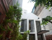 Ngôi nhà 2 tầng với thiết kế sân vườn ấn tượng tại Hà Nội