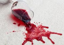 Mẹo tẩy vết rượu vang đỏ trên thảm trải sàn