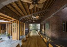 Nhà gỗ xoan đẹp bình dị giữa khung cảnh làng quê Bắc Bộ xưa
