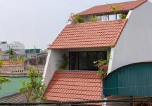 Ngôi nhà ngói tái hiện lối sống sinh hoạt ngoài trời của vùng quê Việt