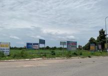 Khó mua bán đất nền trong mùa dịch