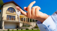 How to avoid risks when paying your deposit on a house