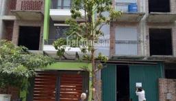 Cho thuê nhà thô, có nền, điện nước, nhà vệ sinh cơ bản tại khu nhà ở Tổng Cục 5, Yên Xá, Tân Triều