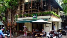 Bán nhà mặt phố Hoa Bằng 50m2 căn góc vỉa hè rộng đang cho thuê đồ uống cực đông khách