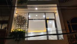Bán gấp nhà đường Phạm Văn Bạch, DT: 5x17m, 3 lầu, giá chỉ 9,8 tỷ