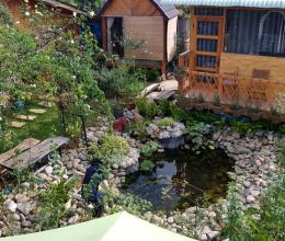 Vườn hồng 1000m2 bao quanh ngôi nhà gỗ nhỏ ở Đà Lạt