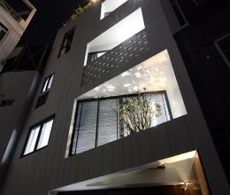 Thiết kế khéo léo của ngôi nhà trên mảnh đất nhỏ, méo 6 cạnh ở Sài Gòn