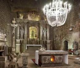 Thánh đường 700 năm tuổi làm từ đá muối ở Ba Lan