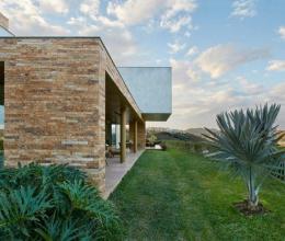 Khám phá căn biệt thự nhà giàu có khu vườn nhiệt đới ấn tượng