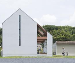 Ngôi nhà cấp 4 có mái hiên rộng để cảm nhận thiên nhiên ở Nhật