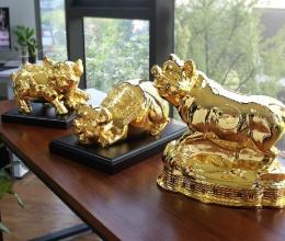 Tết Kỷ Hợi 2019: Có nên treo hình heo vàng trong phòng khách