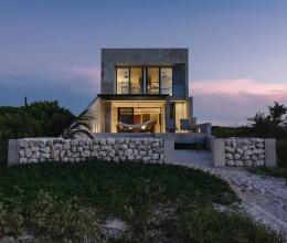 Khám phá căn nhà bê tông bên bờ biển Yucatan, Mexico