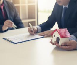 Mua bất động sản do ngân hàng phát mãi: Nên hay không?