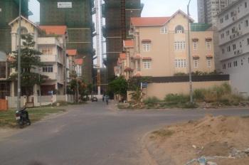 Bán nhà biệt thự KDC Him Lam Kênh Tẻ, Q7, giá 30 tỷ, nội thất cao cấp, đầy đủ, thang máy.