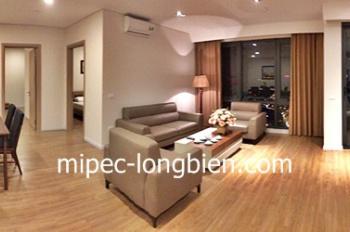 Cho thuê căn hộ 3 phòng ngủ đầy đủ đồ, sửa lại có bồn tắm ở Mipec Rieverside Long Biên