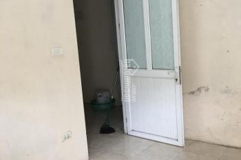 Chủ nhà cho thuê phòng 14m2 Cự Lộc, 1,3 triệu