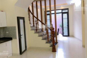 Bán nhà Thịnh Liệt, Giáp Nhị, Tân Mai, 33m2x5T, giá 2.1 tỷ, cách ô tô 20m, H.Đông, Tây. 0966587782