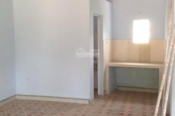 Cho thuê nhà trọ 30m2 khép kín, gần bến xe và bệnh viện Bãi Cháy, liên hệ 0977500181