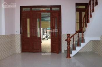 Cho thuê nhà nguyên căn, DTSD 150m2, 3 PN, 1 phòng khách, 1 nhà để xe, 9 tr/th. LH 0377663608