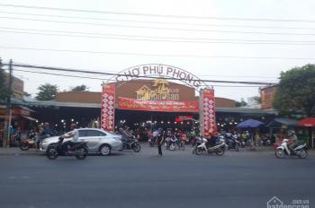 Bán đất ngay chợ Phú Phong, ngã tư Miếu Ông Cù, DT: 60m2 - 120m2. LH: 093.1111.278 CCCN ngay